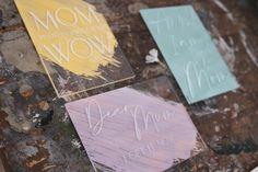 Oh so delicate.  Ganz speziell für die beste Mama der Welt.  Unsere fineart Acrylkarten in 3 bezaubernden Versionen werden aus glasklarem Acryl gefertigt .  Wunderschöne & zeitlose Designs, graviert in 3mm Acrylglas sind ein garantierter Hingucker.  Der Clou? Deine Karte wird mit 2 kleinen Acrylglas Stehern versendet und kann dann perfektals Deko aufgestellt werden.  Die Karte kommt m... Beste Mama, Designs, Fine Art, Mom, Pastel Colors, Light Rose, Mother's Day, World, Cards
