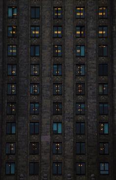 Cierpiący na bezsenność mieszkańcy stolicy mogą spróbować liczyć owce…ee, wróć. Miało być: okna. 1⃣2⃣3⃣4⃣5⃣6⃣7⃣8⃣9⃣