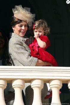 La princesse Caroline de Hanovre et India Casiraghi - La famille princière de Monaco au balcon lors de la Fête Monégasque à Monaco, le 19 novembre 2016. © Bruno Bebert/Dominique Jacovides/Bestimage