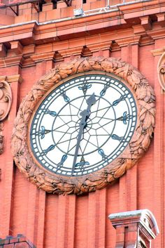 Bee clock, Palace Hotel, Oxford Road, Manchester: via The Manchester Bees on Tumblr