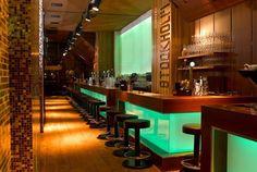 Een van dé hotspots in de Oude Haven is het stylish vormgegeven en toch knusse Stockholm. Na het diner transformeert het restaurant tot clubby cocktailbar | goed geprijste kreeft!