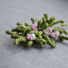 crochet brooch by Marianne Seiman