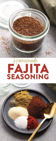 Make your own all-purpose fajita seasoning at home with just 6 basic spices! You can use our homemade fajita seasoning recipe on chicken, steak, veggies, in soup and more. Fajita Marinade, Steak Fajita Recipe, Chicken Fajita Rezept, Baked Chicken Fajitas, Chicken Steak, Keto Chicken, Fajita Seasoning Packet, Homemade Fajita Seasoning, Recipes