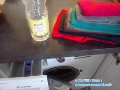 laver le linge avec vinaigre pour fixer les couleurs Cleaning Supplies, Soap, Bottle, Eh Bien, Homemade Drain Cleaner, Flask, Soaps, Jars