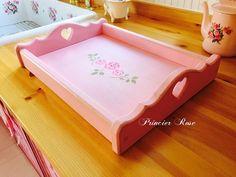 ハート部分を見やすく撮影 オリジナルの薔薇のステンシル付きトレイです お色はアンティーク加工された当店オリジナルのアンティークピンク 持ち手がハートになっていてどこを見ても可愛いく細いところも手を抜きません お茶の時間が楽しくなります キッチンに立てかけて置いても絵になる可愛さ #princierrose#rose#ローズ#薔薇#バラ#雑貨#pink#ピンク#家具#オーダー家具#手作り#京都#girls#furniture #love #follow #like4like  #follow4follow #instalike #instagood #instalike #cute #girls #photooftheday #picoftheday #カントリー家具#インテリア#antique#アンティーク調#ハンドメイド雑貨#rosehandmade#CountryFurniture by princierrose