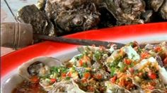 Try this Steamed Oysters with Ginger, Chilli and Soy Dressing recipe by Chef Kylie Kwong. This recipe is from the show Kylie Kwong: My China. Gourmet Appetizers, Light Appetizers, Bacon Appetizers, Appetizer Recipes, Fish Recipes, Seafood Recipes, Healthy Eating Recipes, Cooking Recipes, Steamed Oysters
