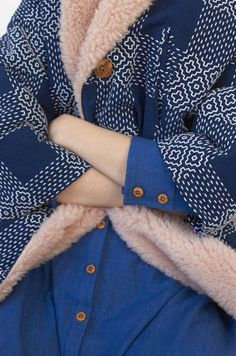 Miss Moss · Heinui Miss Moss, Dress Codes, Textile Design, Style Inspiration, Coat, My Style, How To Wear, Jackets, Outfits