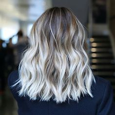perfection by @anhcotran on peut être fan d'un coiffeur ? ! moi j'adore #inspiration #hairstyle #instahair #Instagood #maquillage #ootd #beauty #natural #fashion #instafashion #beautyblogger #makegirlz #glamour #instamakeup #blonde #brunette #hairoftheday #picoftheday #hairfashion #ombre #ombrehair #beautiful #lifestyle #balayage#bronde#behindthechair#makeup#contouring#beachy