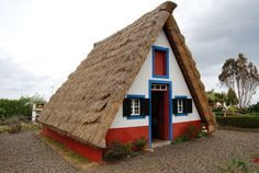 IBERIAN thatched A-frame house. île de Madère, Portugal