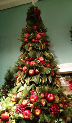 Classic #Christmas Fruits with Magnolia Leaves #Topiary