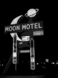 So Retro in look--Neon Moon Motel Sign Neon Licht, Vintage Neon Signs, Retro Vintage, Vintage Stuff, Vintage Ideas, Water Bed, Old Signs, Googie, Retro Aesthetic
