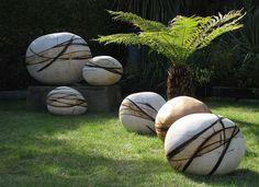 Garden Design 20 Smartly Designed Modern Spherical Garden Sculptures - You could have seen a garden that make use of sculptures of various designs. Diy Concrete Patio, Cement Garden, Concrete Art, Diy Patio, Patio Ideas, Garden Pool, Shade Garden, Modern Garden Design, Landscape Design