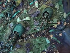 Muse    Détail du Tableau Muse    Sur fond batik, écorce de murier teinte, cocon de soie, fils fantaisie perles et paillettes...