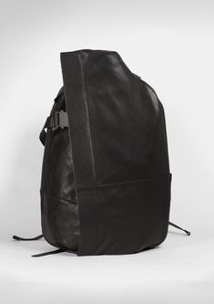 In bag design, it is a real challenge to reduce forms and shapes to a minimalist range while still focussing on highly engineered usability, versatili...
