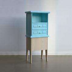 Oude #kasten met een nieuw #design. Wat te doen met een oud kastje dat je eigenlijk niet meer in je interieur vindt passen? OUD NOW geeft 'afgedankte' kastjes een nieuw leven.