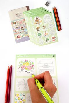 Soo cool!! Stickers that you can color and customize however you want~!