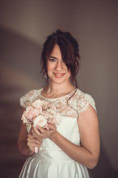 Auriane, notre robe de mariée demi-mesure, au joli décolleté et au dos losange ⭐️ 👗 @kaacouture 📸 @mariageadeux 💄💇🏼♀️ @_r_arts 👰🏼@jessicoccinelle @sophieardouin 💐 @fleuravi.wedding 👠 @chaussure_danse_et_mariage 📍@domainedevavril #robedemariee #robeblanche #robedemarieedemimesure #larobequejeveux #marobedemariee #myweddingdress #weddingdress #couturierefrancaise #robedemarieefaitemain #handmadeweddingdress #frenchsavoirfaire #savoirfairefrancais #robedemarieeavignon #madeinavignon Arts, Inspiration, Diamond Pattern, White Dress, Dance, Shoe, Biblical Inspiration, Inspirational, Inhalation