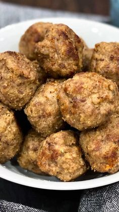 If you want to make the best meatballs recipe you have ever tried, pressure cooker meatballs are the way to go. #Bestbeefrecipes #meatballs #easyrecipes #meatballrecipe #beefmeatballs #dinners