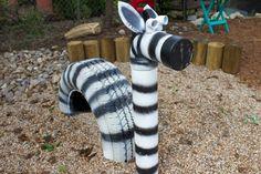 Sandkasten mit Hüpftieren - ein Zebra aus alten Autoreifen