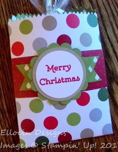 Cute Christmas treat bag made with Mini Treat Bag thinlits, Merry Moments Designer Series Paper, and Versatile Christmas stamp set from Stampin' Up!