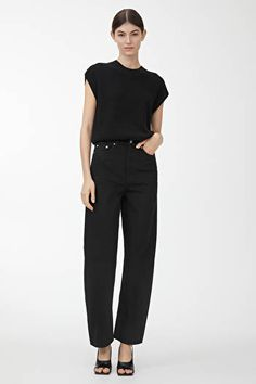 Explore new arrivals from ARKET women's collection, including carefully made wardrobe essentials and key pieces for this season. Loose Jeans Outfit, Black Jeans Outfit, Brunei, Jean Outfits, Fashion Outfits, Georgia, Tapered Jeans, Dress For Success, Clothing Items