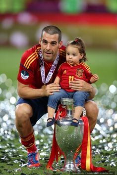 Negredo potty training his daughter with the Euro cup.