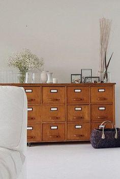 Wohnen im Winter: Die schönsten Wohn- und Dekoideen aus dem Januar | SoLebIch.de Foto: un.verleichtbarkeit #solebich #wohnzimmer #ideen #skandinavisch #Möbel #Einrichten #modernes #wandgestaltung #farben #holz #dekoration #Wohnideen #Einrichtung #interior #interiorideas #livingroom #sideboard #vintage #apothekenschrank
