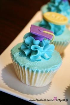 Preschool graduation cupcakes; love the mortar in the ruffle
