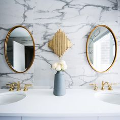 A great vanity should provide you not only with elegant and trendy style but also with a comfortable spot where you will be able to store bathroom items and a well-functioning sink.   #doublesinkvanity #doublesinkbathroom #doublesink #doublesinkvanityunit #interiorstyling #bathroomvanity #bathroomvanitytops #homedecorideas #bathroomdesign #homedesignideas #interiorandhome #bathroomvanityideas #interiordesignlovers #homebeautiful #designdetails #bathroomvanityunit #bathroomdesignideas #vanityroom Best Bathroom Faucets, Modern Bathroom Mirrors, White Bathrooms, Small Bathroom, Apartment Makeover, Acrylic Mirror, Mirror Mirror, Luz Led, Shower Remodel