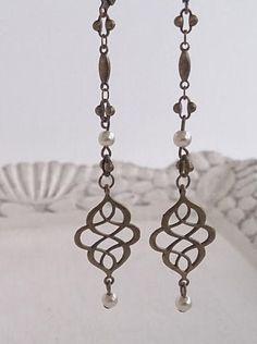 Smart Buys! Antiqued Eternity Knot and Pearl Dangle Charm Earrings Shabby Chic Boho Bride Jewelry starting from €16.00 See more. 🤓 #dangle #madeinitalyteam #retro #ArtNouveau #etsyitaliateam #romantic #ArtDeco #bronze #vintage #bohemian Boho Jewelry, Antique Jewelry, Vintage Jewelry, Handmade Jewelry, Bride Earrings, Mixed Metal Jewelry, Boho Bride, Dangles, Shabby Chic