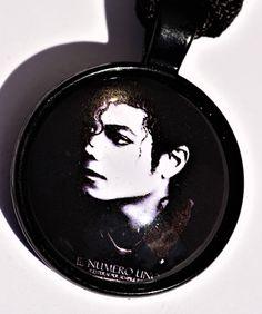 Porte-clés Michael Jackson Michael Jackson, Iron Pan, Key Chains, Etsy, Goody Bags, Pendant, Unique Jewelry, Color, Dutch Oven