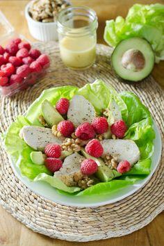 Turkey & Raspberry Salad with Walnut Vinaigrette (paleo, gluten-free, grain-free) | cookeatpaleo.com