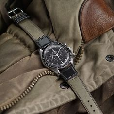 Omega Speedmaster Moon, Seiko Alpinist, Watches Photography, Cool Watches, Men's Watches, Leather Watch Bands, Luxury Watches For Men, Beautiful Watches, Vintage Watches