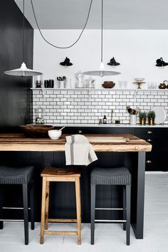 37 Amazing Modern Farmhouse Kitchen Design Ideas To Renew Your Home Kitchen Tiles, New Kitchen, Kitchen Dining, Kitchen Decor, Kitchen Small, Kitchen Wood, Kitchen Island, Kitchen With Bar Counter, Modern Shaker Kitchen