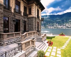 Key elements of a 7 star Hotel: timeless elegance, unforgettable views and unique experiences! Stay with us for an unforgettable stay on  #LakeComo: www.castadivaresort.com  #luxuryhotel #luxury #lifestyle @SSLHLA #Italy