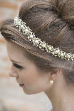 Acessório para cabelo de noiva estilo boho chic no Casar.com, onde você encontra Inspirações e Dicas para seu Casamento feito por quem mais entende do assunto
