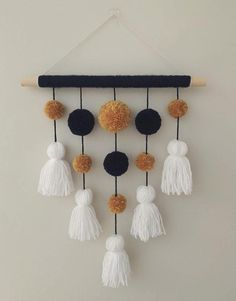 Diy Crafts Hacks, Diy Home Crafts, Easy Diy Crafts, Diy Arts And Crafts, Etsy Crafts, Diys, Handmade Wall Hanging, Paper Wall Hanging, Yarn Wall Art