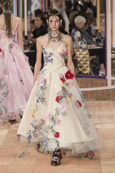 Alexander McQueen, Spring 2018 - Paris Runway Dresses Perfect for an Edgy Bride - Photos