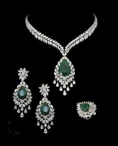 Amazing Useful Tips: Jewelry Design Gold jewelry drawing brooch. Emerald Jewelry, Diamond Jewelry, Gold Jewelry, Fine Jewelry, Jewelry Necklaces, Jewelry Model, Dainty Jewelry, Etsy Jewelry, Crystal Jewelry