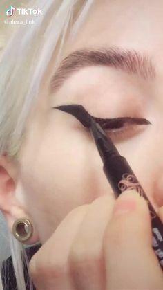 Edgy Makeup, Baddie Makeup, Grunge Makeup, Eye Makeup Art, Gothic Makeup, Dark Makeup, Crazy Makeup, Makeup Inspo, Makeup Inspiration