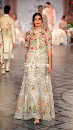 Pakistani Fashion Casual, Indian Bridal Fashion, Bollywood Fashion, Designer Party Wear Dresses, Indian Designer Outfits, Designer Clothing, Ethnic Outfits, Indian Outfits, Pakistani Dresses