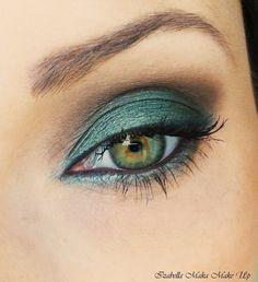 Brown & Green is an absolute attention grabber, especially on you hazel-eyed beauties!
