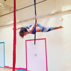 """Kelly Puerro on Instagram: """"The strength, balance and (kind of) flexibility it took for me to hold this move 🙈 #machinegun #aerialhoop #lyra #circus #strength…"""""""