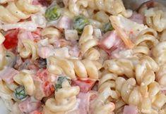 Zutaten 500 g Nudeln (Spirelli) 2 Pck. Feta-Käse 1 Salatgurke(n) 6 Tomate(n) 1 Paprikaschote(n), rot 1 Dose Mais Ring/e … No Salt Recipes, Top Recipes, Veggie Recipes, Salad Recipes, Cooking Recipes, Macaroni Salad, Pasta Salad, Good Food, Yummy Food