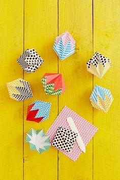 Diamanter i origami, vikta i mönstrat papper