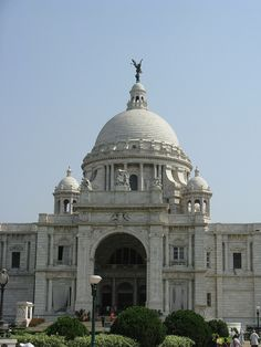 Victoria Memorial.  The Calcutta Gallery inside displays the history of Calcutta up to 1911, when the capital was shifted to Delhi.  INDIA.   (by oldandsolo, via Flickr)