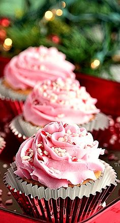 A taste of Christmas in these Vanilla peppermint cupcakes topped with peppermint buttercream and crushed candy cane. Santa would love these cupcakes! Baking Cupcakes, Yummy Cupcakes, Cupcake Cookies, Cupcake Recipes, Dessert Recipes, Vanilla Cupcakes, Cupcake Ideas, Holiday Baking, Christmas Baking