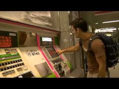 Help button on a ticket machine in Japan.so awesome! Funny Prank Videos, Good Pranks, Funny Pranks, Ticket, Tokyo Subway, Jukebox, Customer Service, It Works, Jokes
