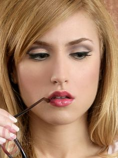 Ƹ̵̡Ӝ̵̨̄Ʒツ♥ღ 60s Retro Glam: Mad Men Makeup - Mad Men fashionable characters, Joan Holloway and Betty Draper, have such distinctive looks with their glamorous, retro makeup. Try their classic night-out look!Ƹ̵̡Ӝ̵̨̄Ʒツ♥ღ