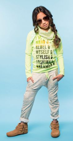Something a bit sporty is also good. Little Fashion, Tween Fashion, Tween Girls, Kids Girls, Kid Poses, Got The Look, Friends Fashion, Little Girl Hairstyles, Kid Styles